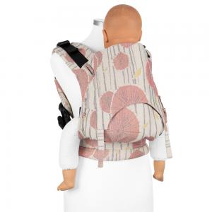 Mochila de porteo ergonomica estampada en rosa con bebe maniqui